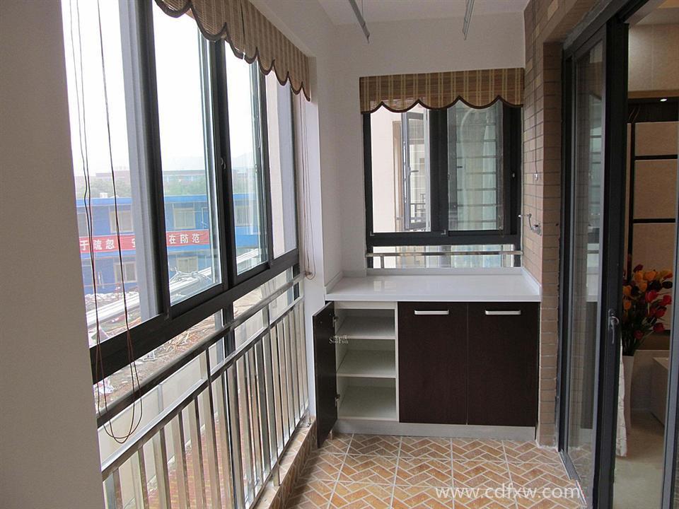 阳台装修   阳台的墙面最好还是用瓷砖